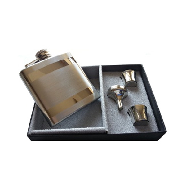 Contrasting Hip Flask in Gift Box