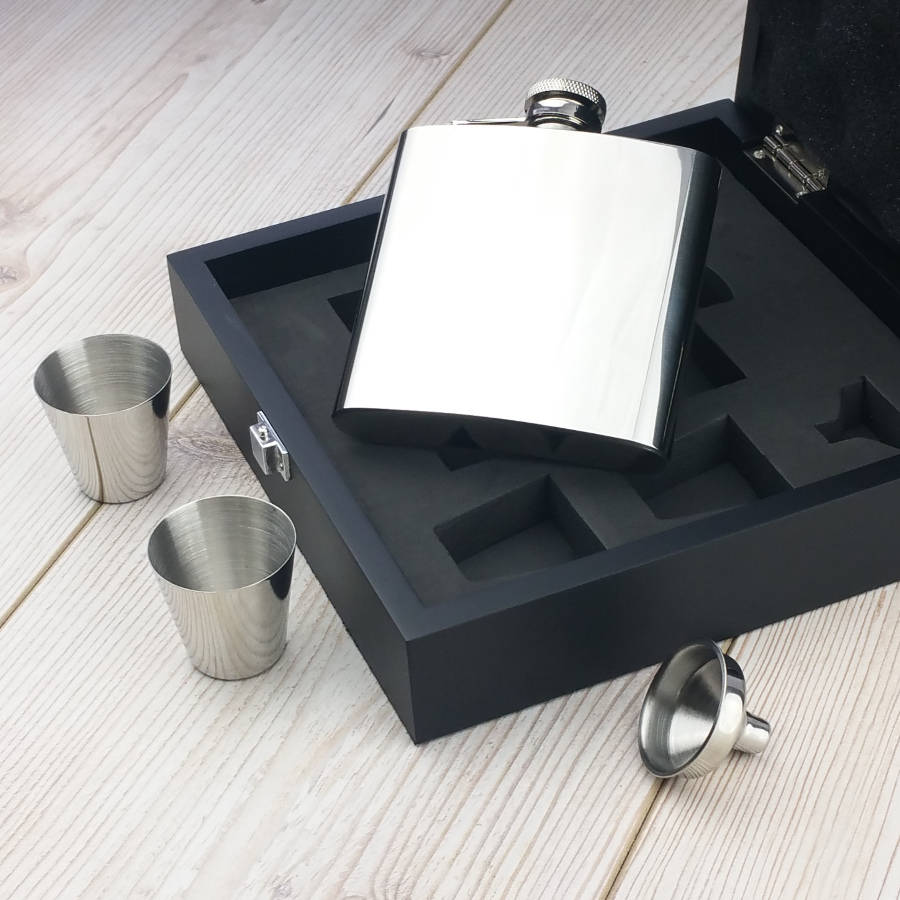 Luxury Engraved Hip Flask Presentation Set - SaRflc11
